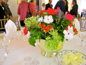Table setting using Embassy's garden