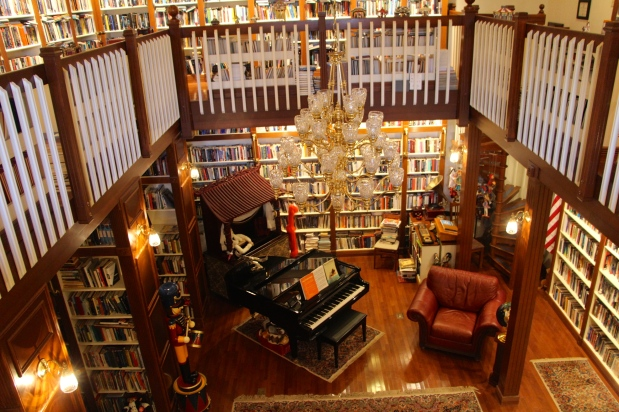 Inn at Mountain Quest's 2 story library